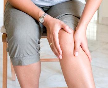 por que se hinchan las piernas